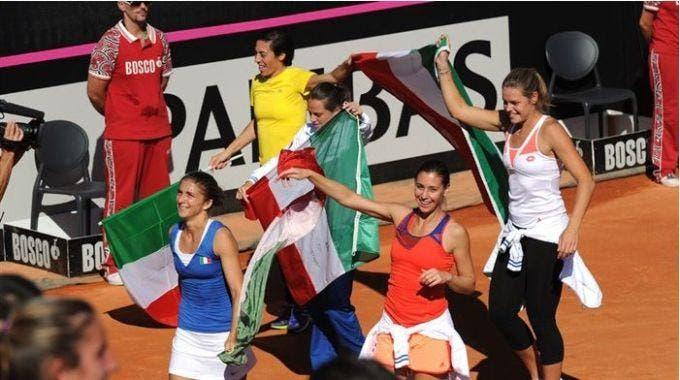 La squadra italiana di Fed Cup festeggia il quarto trionfo