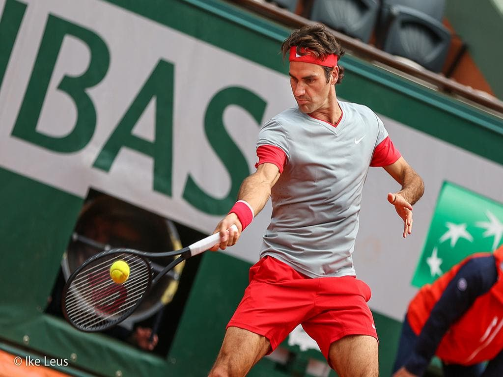 Roger Federer in azione al Roland Garros 2014 (foto by IKE LEUS)