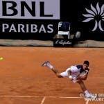 La fenomenale elasticità di Djokovic (foto C. GIULIANI)