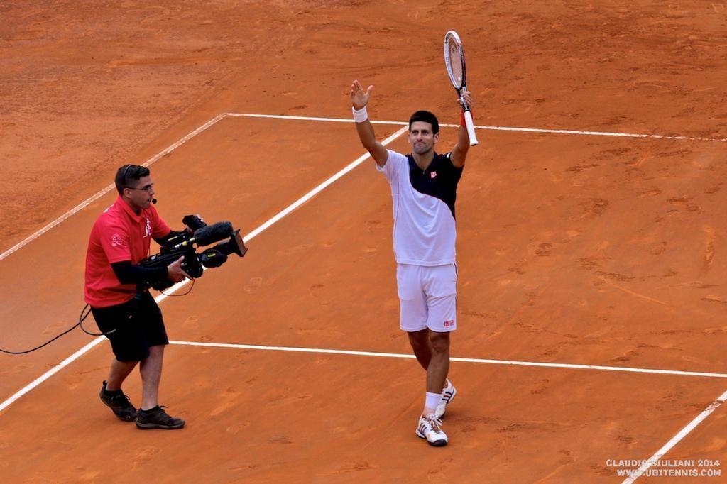 Braccia al cielo e baci: Djokovic vince il torneo di Roma 2014 (foto C. GIULIANI)