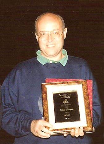 Ubaldo con la targa di Socio Onorario ricevuta in dono dal TCA nel lontano 1991