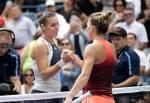 Simona Halep si congratula con Flavia Pennetta - SF US Open 2015