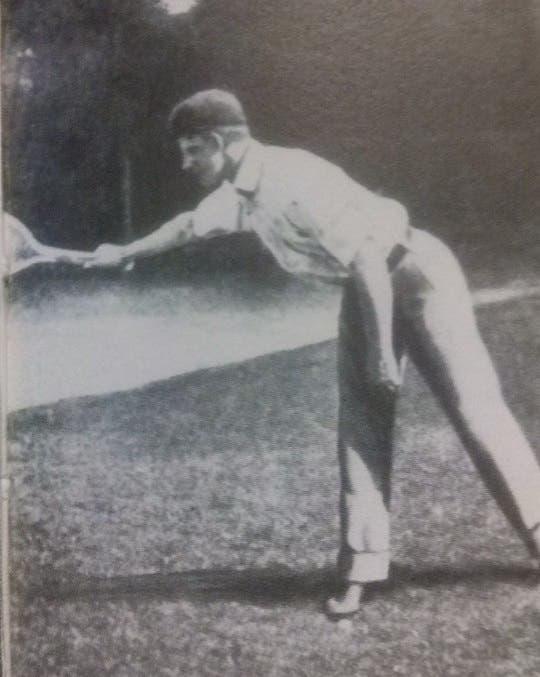 William Larned usa il pollice per guidare il suo rovescio