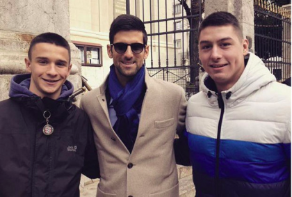 Novak Djokovic con gli occhiali da sole
