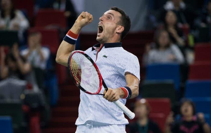 ATP Shanghai: Djokovic non è più un robot. Splendido Bautista Agut, è in finale