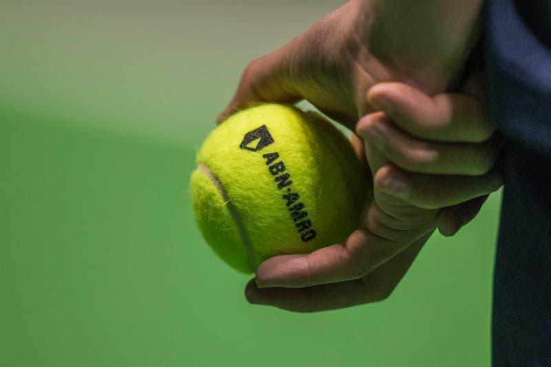 Palle e superfici troppo diverse, i tennisti discutono