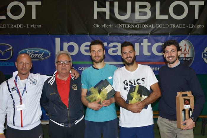 Maurizio Salomoni (Maestro del Club), Orlando Salomoni (Presidente), Petr Michnev (vincitore), Salvatore Caruso (finalista) e Marco Crugnola (Direttore del torneo) - 4° Torneo internazionale ITF Città di Sondrio (foto GAME)