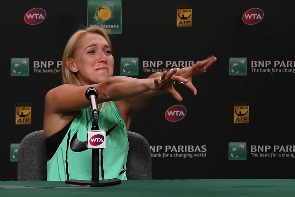 """Vesnina, in conferenza Roger le ruba il trofeo! """"Il nastro? Da infarto"""""""