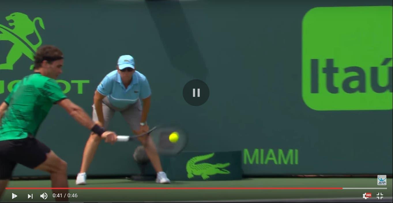 Il rovescio irreale di Roger Federer