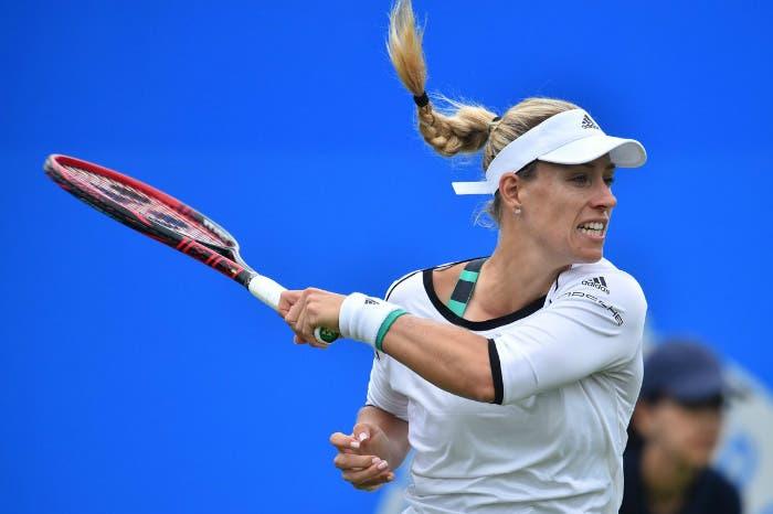 WTA Eastbourne: Kerber e Halep avanti a fatica, disastro Muguruza