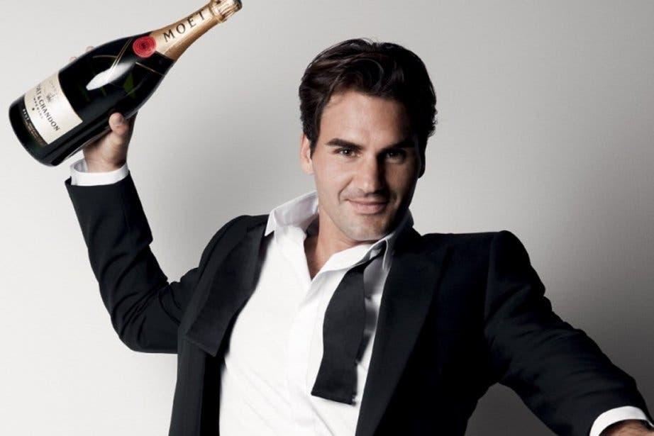 """Roger Federer in veste di """"naso"""" e sommelier [VIDEO]"""