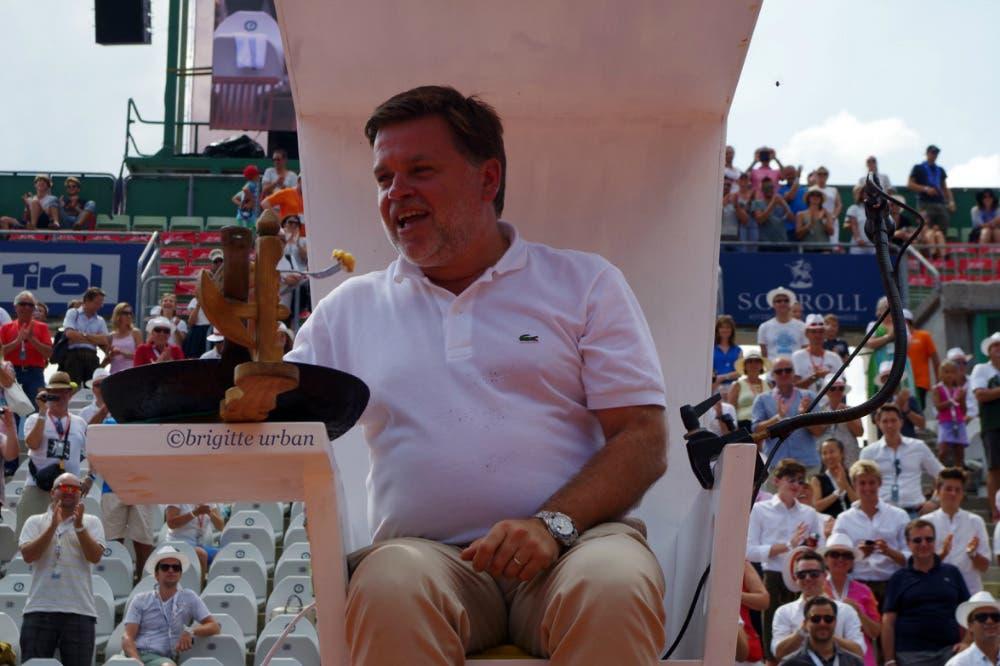 Cédric Mourier scende dalla sedia