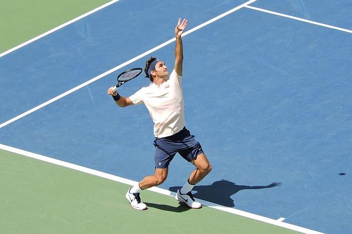 Federer cala l'asso e stacca Ivanisevic