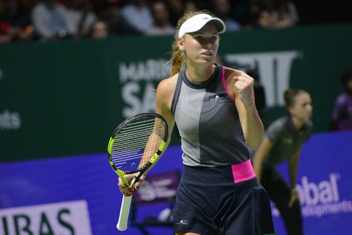 WTA Finals: Wozniacki schianta anche Halep, vola in semifinale