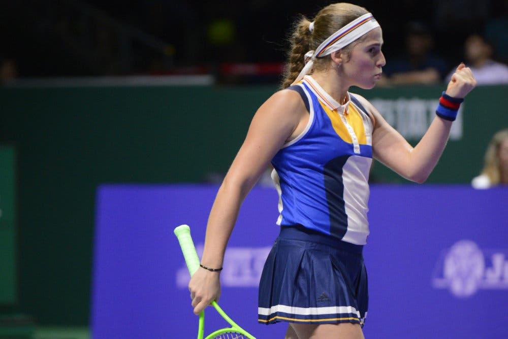 WTA Finals: Ostapenko lascia Singapore ma salva l'onore