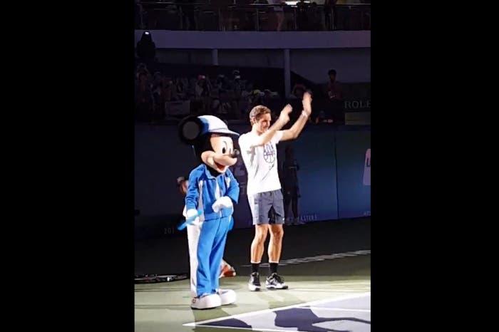 ATP Shanghai: Roger Federer scende in pista… da ballo!