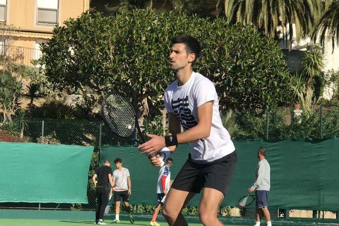 """Djokovic testa una nuova racchetta. Imaz: """"Il fisico ha detto basta"""""""