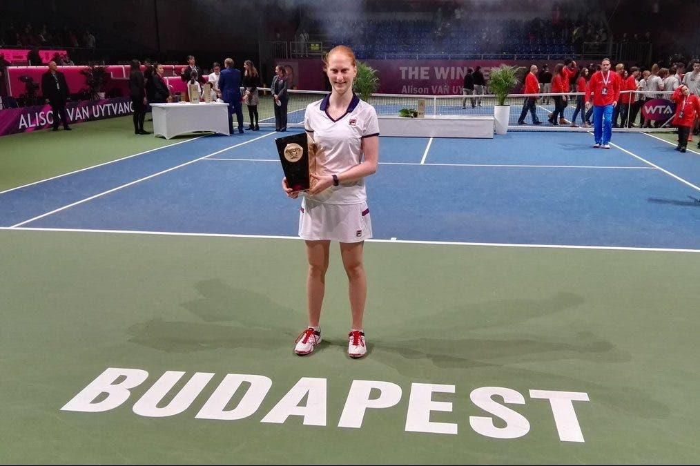 WTA Budapest: Van Uytvanck chirurgica, Cibulkova sconfitta