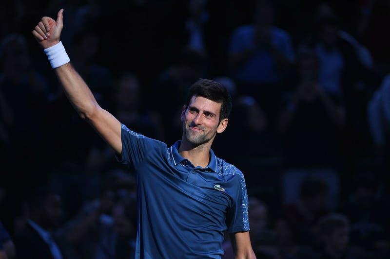 """Djokovic tiene Federer """"al chiuso"""", Khachanov principe di Parigi"""