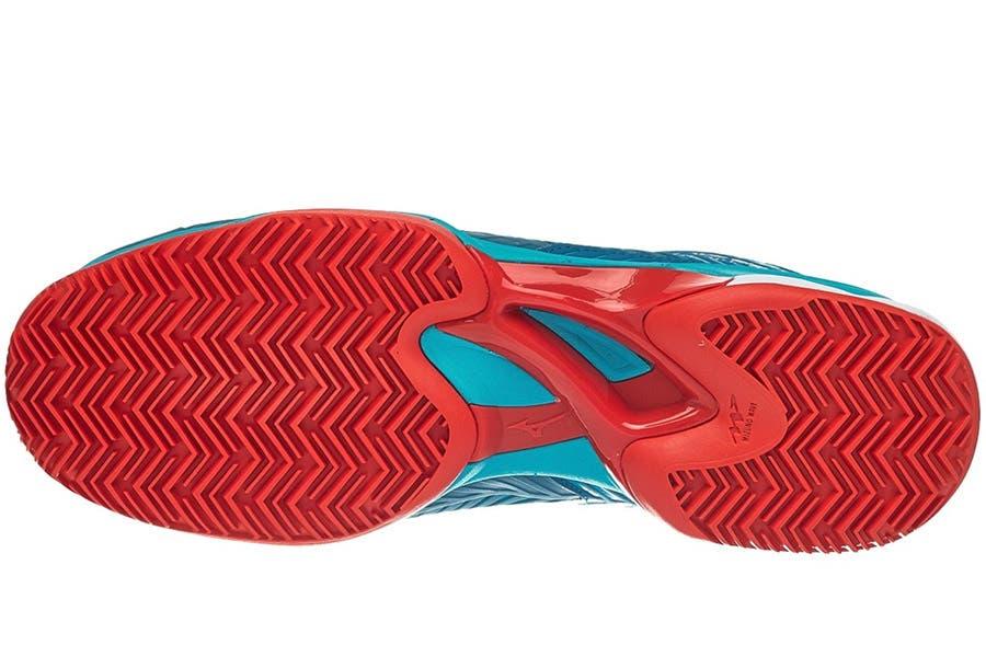 La prima impressione è quella di avere una scarpa che avvolge molto bene il  piede. Stringe attorno alla caviglia 3aadf17a93b